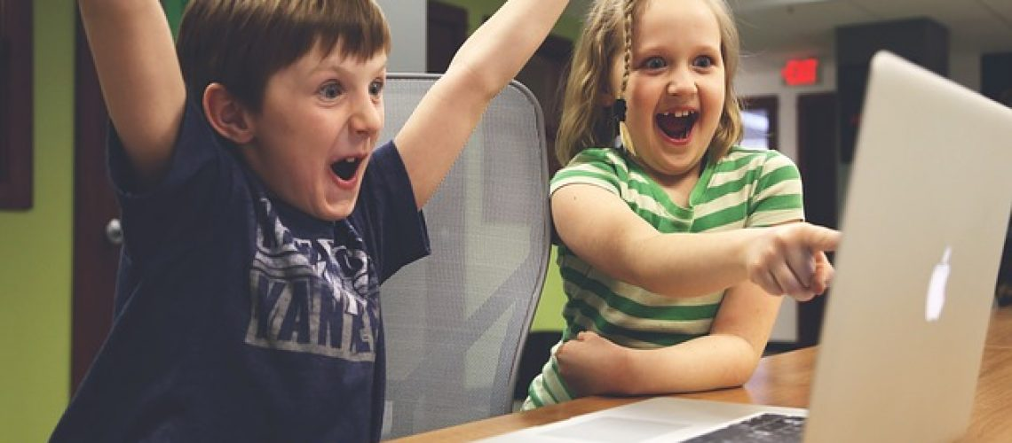 אם הילדים שלכם דבוקים למחשב, הנה כמה דרכים להוציא מזה תועלת